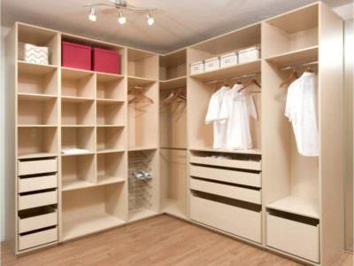Шкаф в гардеробную комнату